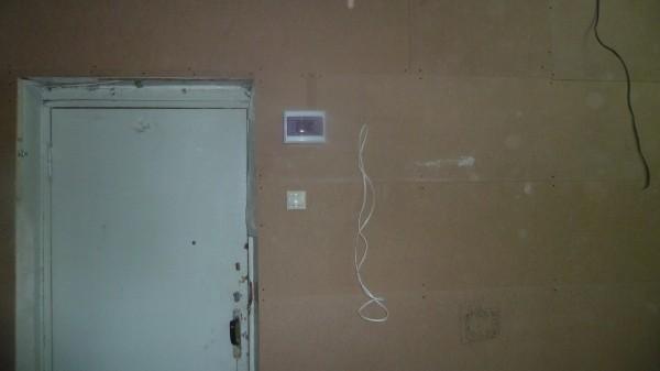 Выключатели расположены так, чтобы было удобно включать свет не заходя в помещение