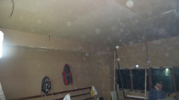 Подвесной потолок со слоем звукоизоляции