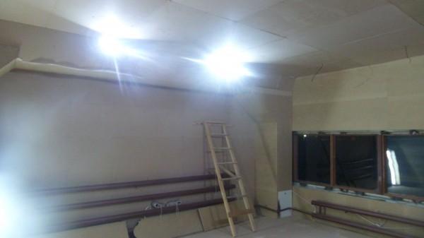 Пяти 10-ти ваттных прожекторов достаточно для освещения комнаты 36 квадратов