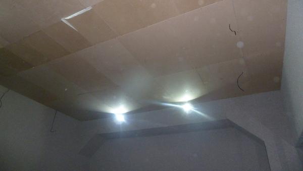 Слой звукоизоляции закрыт плитами МДФ