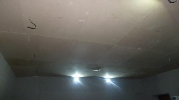 Пока на потолке МДФ, который будет закрываться подвесным потолком типа Армстронг