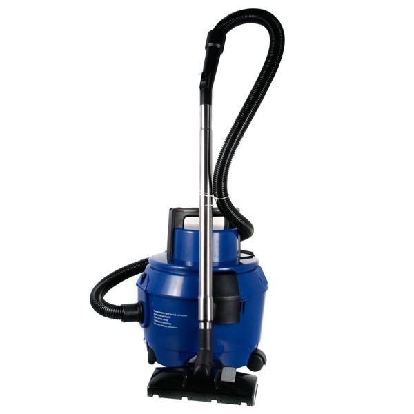 Чистота на репбазе достигается благодаря моющему пылесосу