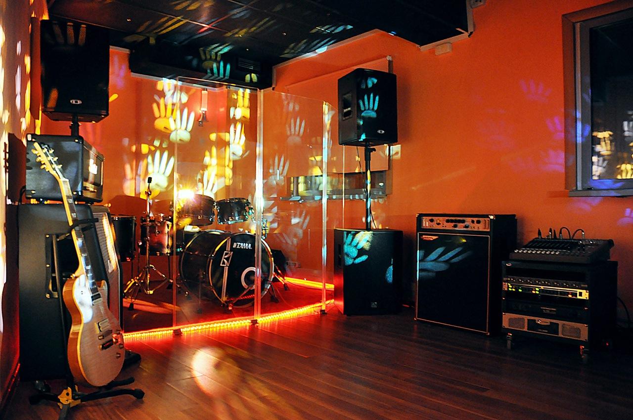 Startreck комната с оранжевой подсветкой