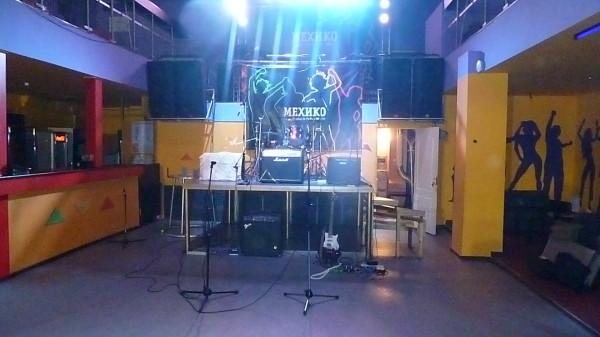 Расстановка аппаратуры на сцене